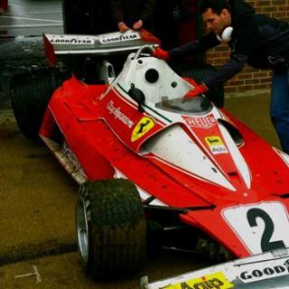 Ferrari förstör kinesiskt monument