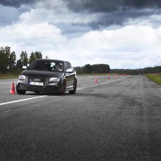 Blanka Audi R8 för välgörenhet