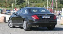 I vissa vinklar ser bilen kompakt ut, i andra syns de fem metrarna tydligt.