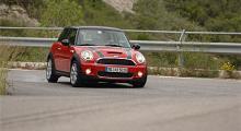 Koppla ur antisladdsystemet och den framhjulsdrivna Mini Cooper S bjuder upp till bakhjulsdans