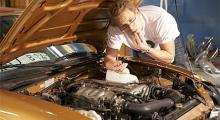 Det är inte matolja Per! Motoroljan luktade bränt som en gammal ål och indikerade att kolvringarna var slut.