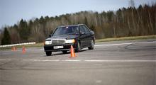 Självfallet ville vi inte undanhålla vår nya projektbil glädjen att sladda runt konerna i  vår A-sprint.