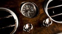 Dragreglage för ventilationsmunstyckena är en klassisk Bentley-detalj. Samarbete med fint klockmärke en mer sentida metod att öka attraktionskraften.