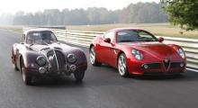 Far och son. Alfa Romeo 8C gav märket ett gott rykte i mitten av 30-talet då modellen vann många segrar.