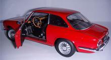 Alfa Romeo 1750 GTV (Auto Art). Skala 1:18.