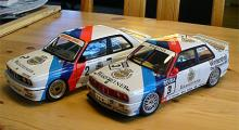 BMW M3 DT, skala 1:18. Den vänstra från 1987 (Minichamps) och den högra från 1991 (Autoart).