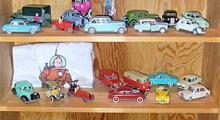 Min samling Tintin-bilar , skala 1:43, som nu omfattar 30 modeller. Står i mitt egentillverkade skåp från slöjden i mellanstadiet.