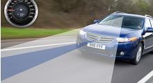 Systemet som läser av körbanan ingår i säkerhetspaketet och för det får du betala runt 10 000 kronor. Då ingår även CMBS.