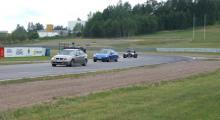 Heldag på Gelleråsen där personalen hos Öhlins fick gasa av sig. Alexandra Jarlmark premiärkörde sin Mazda blev nöjd. Men kränger den inte lite väl mycket? Måste fixas!