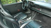 Den tidigare ägaren har smygstartat med att montera dörrsidor från 964 RS.
