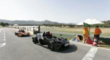 Ascari Race Resort, den spanska racerbanan intill Malaga. En bana som inte är känd för att vara lättmanövrerad. Lättare med en KTM X-BOW är en svarslöst fråga, roligare må så vara.