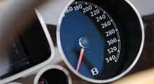 Nej, riktigt så här fort går inte Bentley Continental. Men GTC toppar 312 och GTS 326 km/h och det är ju rätt snabbt det också.