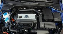 Turboladdad med kompressor, 160 hästkrafter ur en 1,4-litersmotor. 200-hästarsversionen med DSG-låda lär smaka.