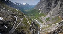 Trollstigens sträckning sett från utkiksplatsen.