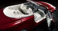 Lexus kör med öppna kort