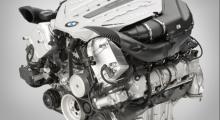 Nya 7-serien finns i tre olika motoralternativ. 730d med en förbrukning på 7,2 liter per 100 kilometer. Tio procent mindre än på föregångaren. Dubbelturbosexan i 740i slukar vid blandad körning 9,9l/100 km, 750i drar 11,3l/100km.
