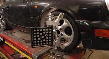 Speglarna på hjulen gör det enklare att få till en exakt hjulinställning.