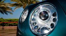 Lysdioder är på modet och Bentley har gjort en snygg alliansinfattning runt huvudstrålkastaren.