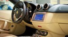 F1-låda ger ren kardantunnel. California finns även med manuell växellåda. Passa på, detta blir den sista Ferrari-modellen där du kan få med kopplingspedal!