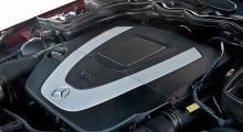 V6-motorn med snålförbränning och 3,5 liters volym dök upp i förra generationens CLS redan 2006. Den är högkomprimerad och lite rå i tonen, men reaktionssnabb och stark.