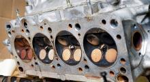 Topplockets ventiler skvallrar också om missförhållanden på fyran, längst bort i bild.