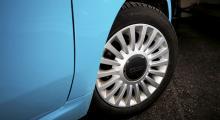 500-logotypen är friskt utströsslad över hela bilen, som om någon skulle ta miste på vilken modell det är fråga om.
