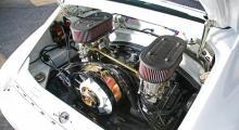 Motorn på 310 hästkrafter borde ge rejält med knuff på bara 870 kg bil.
