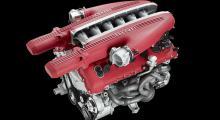 Den vackra V12-motorn är förstås alldeles röd även kall.