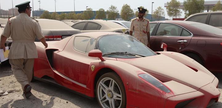 Ferrari Enzo övergiven i Dubai